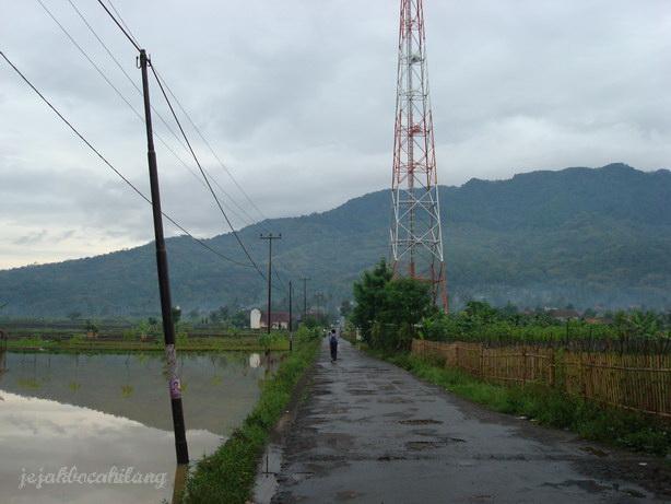 jalan sepi desa yang bikin termehek-mehek