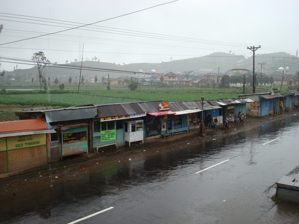jalan depan homestay Bu Jono