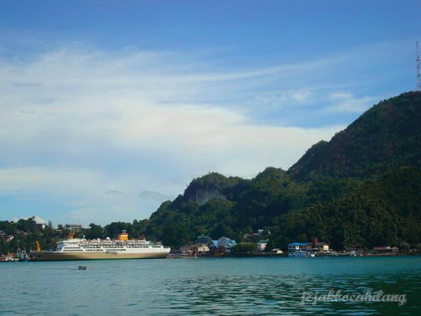 pemandangan pelabuhan Jayapura dari kejauhan