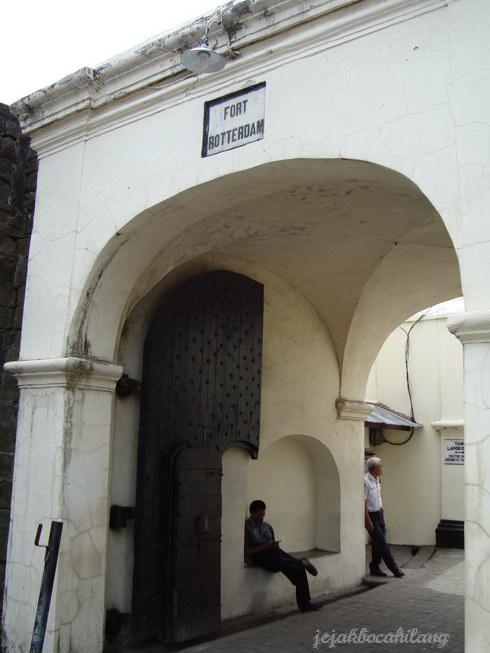 gerbang masuk Fort Rotterdam