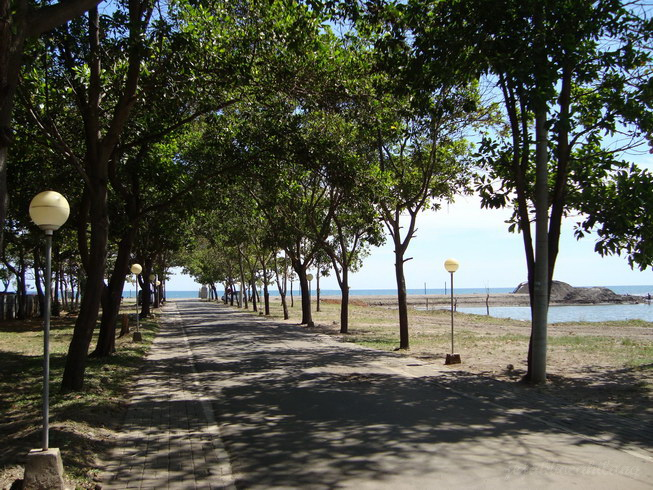 jalan menuju pantai Akkarena