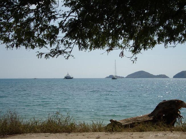 view Pantai Pede