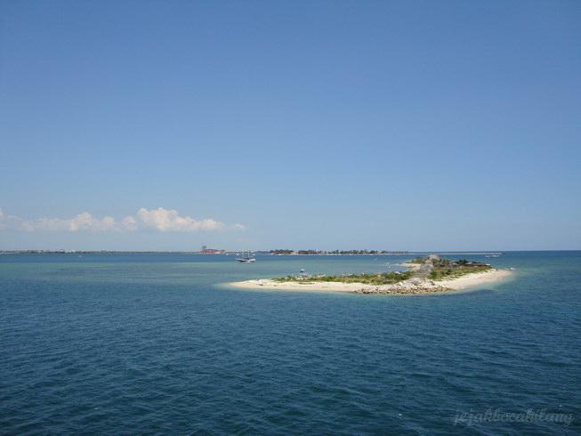 pemandangan pulau di sekitar Makassar