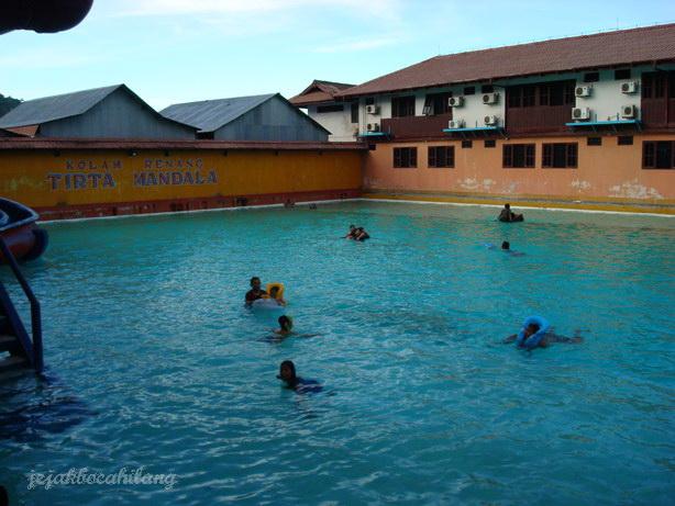 kolam renang Tirta Mandala, tempat nongkrong personil PERSIPURA