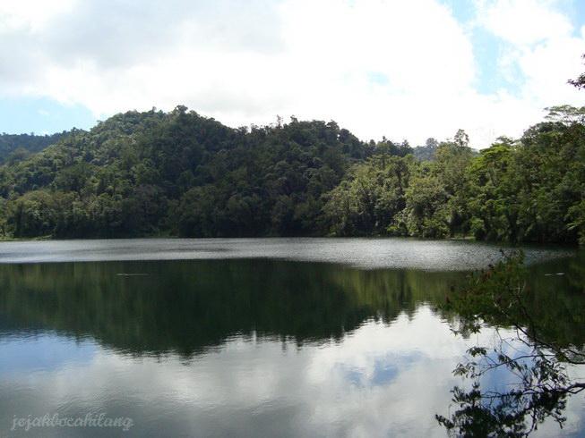 dilarang berenang di Danau Ranamese!
