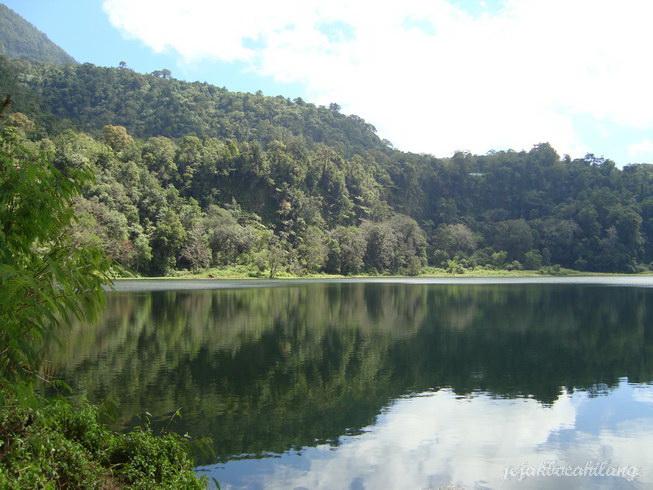 Danau Ranamese yang tenang