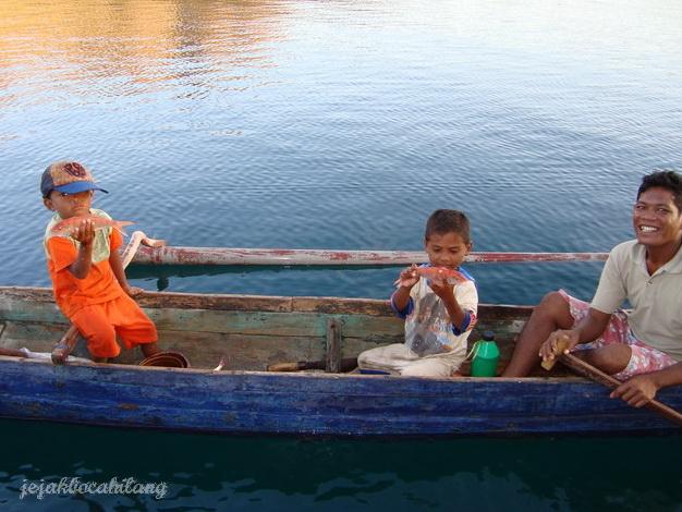 anak-anak di Pulau Kalong
