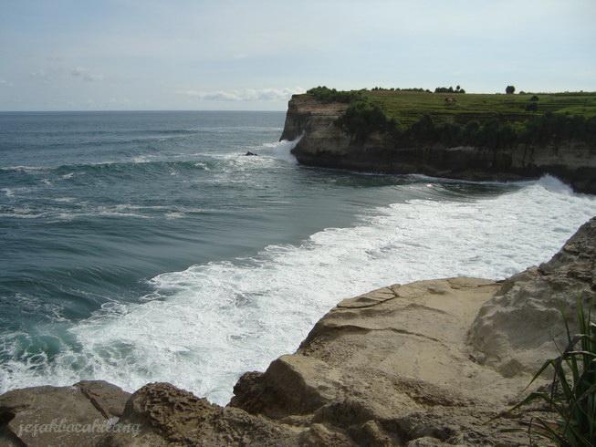 ombak besar Pantai Klayar, Pacitan