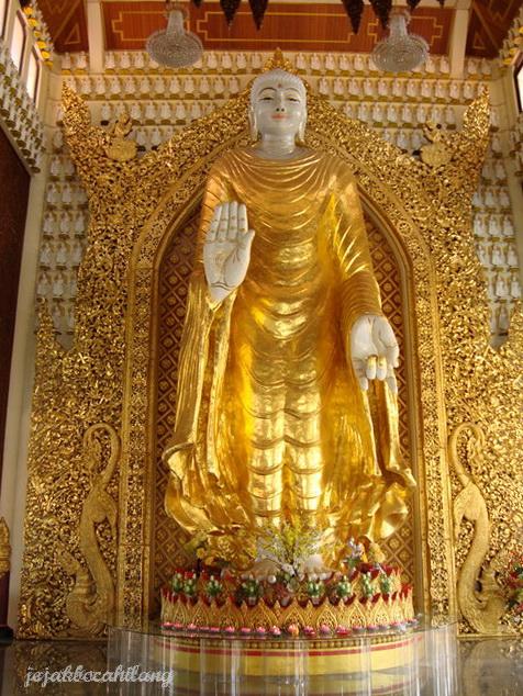 patung Buddha putih gading