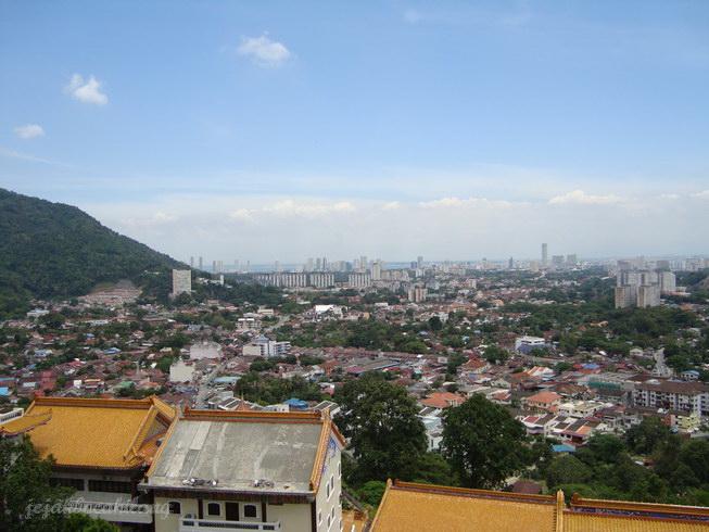 pemandangan kota dilihat dari Kek Lok Si
