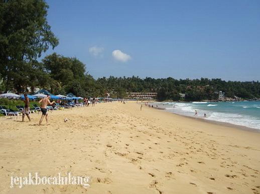 Karon Beach yang lumayan sepi