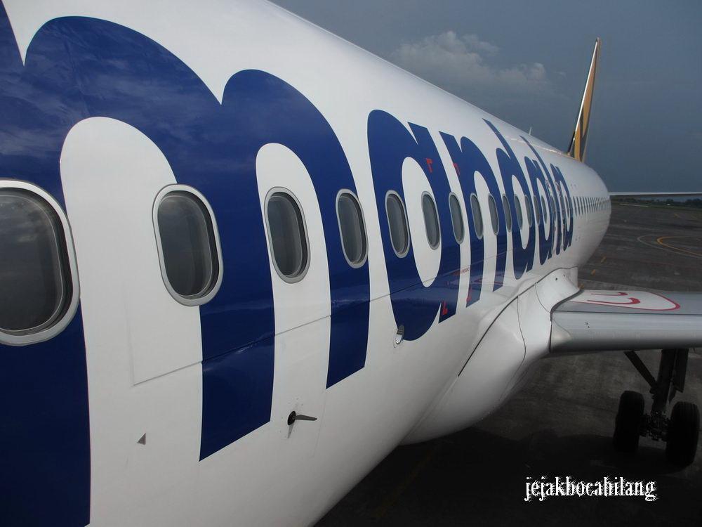 badan pesawat bertuliskan Mandala, ekor pesawat motif TigerAirways