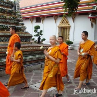 nemu biksu cilik di Wat Pho