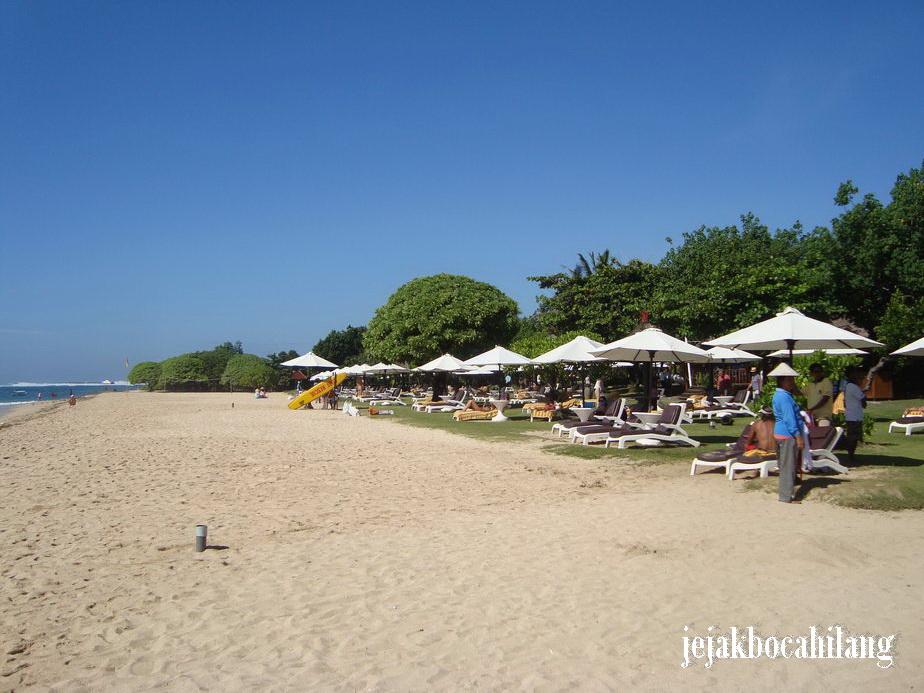 pantai depan Ayodya Resort
