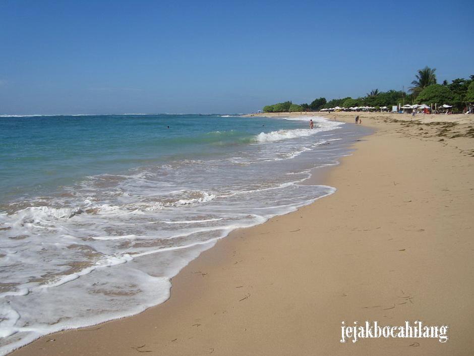 pantai depan hotel-hotel berbintang Nusa Dua