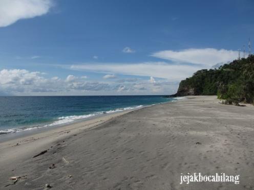 Pantai Malimbu itu PARADISE! :-)
