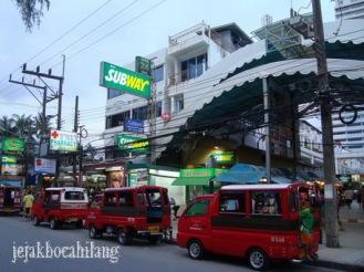 suasana Patong Beach sore hari