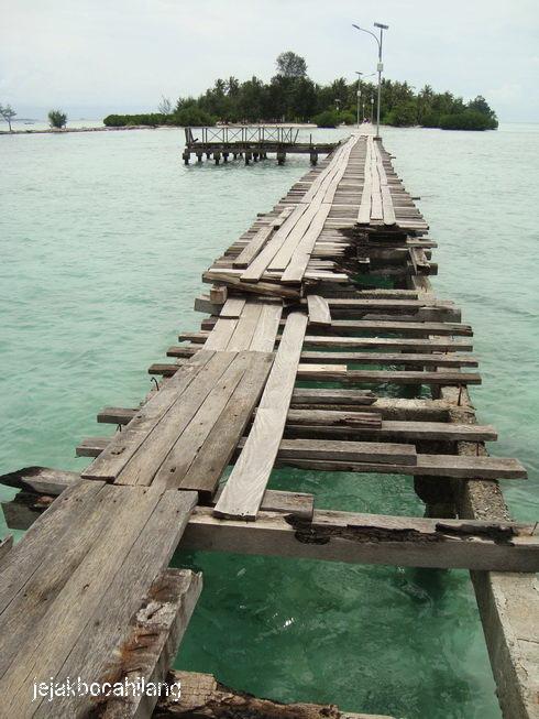 5 menit kemudian...jembatan RUSAK