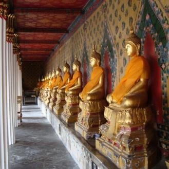 patung Buddha di komplek Wat Arun