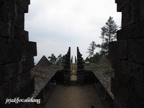 gerbang-gerbang Candi