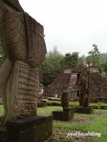 relief di sekitar Candi Sukuh