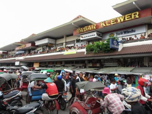 Pasar Klewer macet setelah arakan Gunungan selesai