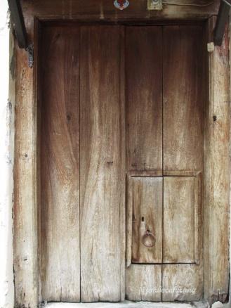 pintu kayu tua