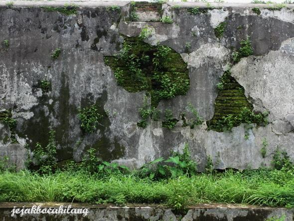 tembok tak terawat Vastenburg