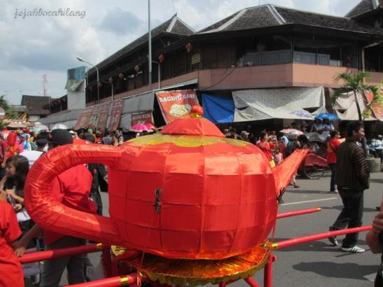 Teko yang diarak menuju Pasar Gede