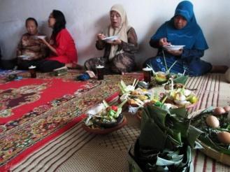 mitoni adat Jawa