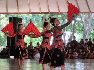 Tari Dewi Sangkrah dari kota Surabaya