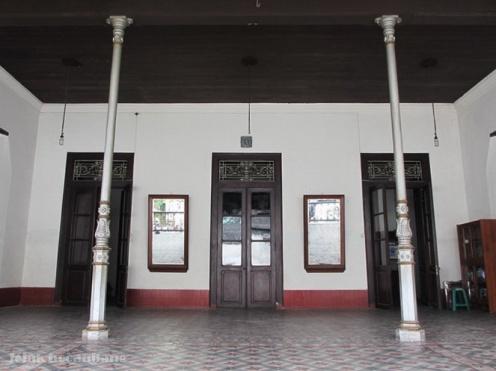 bangunan perpaduan Jawa - Belanda