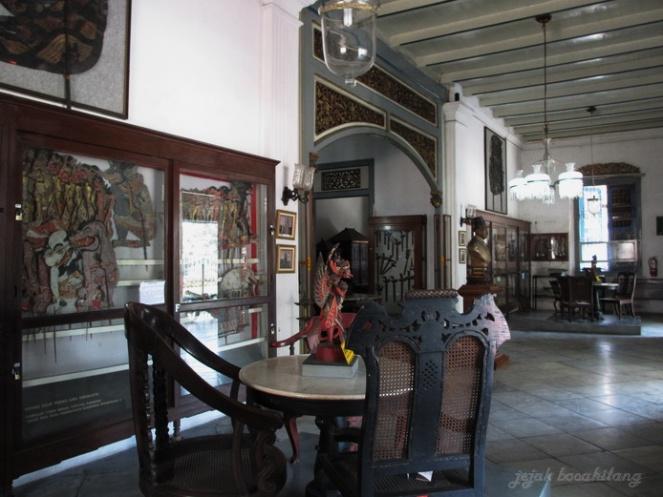 perabot kuno Radya Pustaka