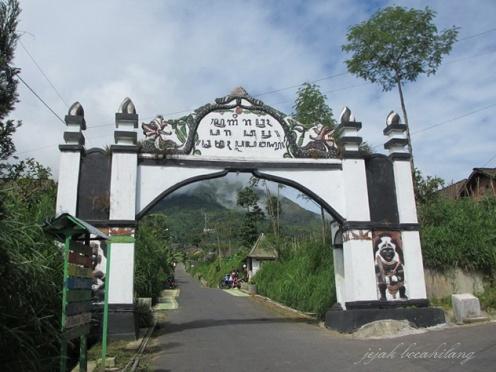 gerbang masuk New Selo...