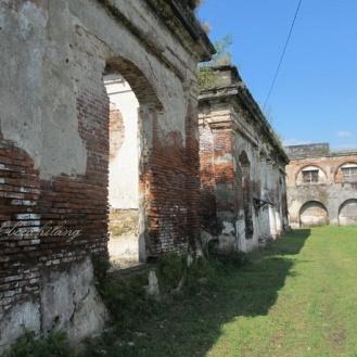 bangunan hancur di Benteng Willem I