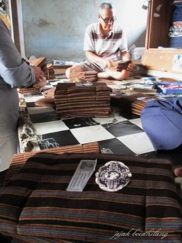 penjual lurik di Pasar Gede