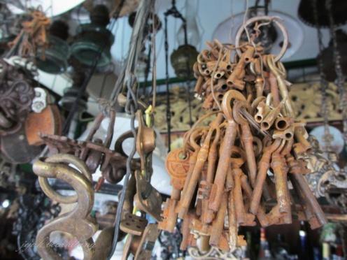 kunci kuno di Pasar Triwindu