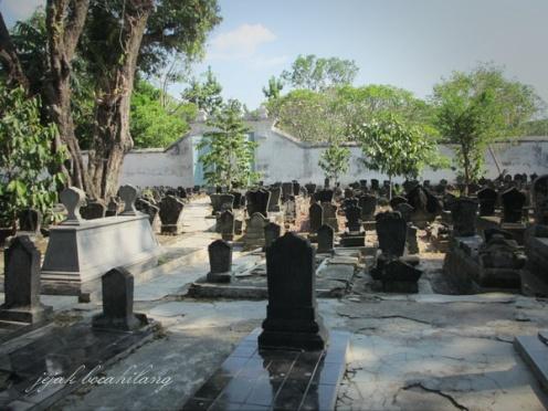 komplek makam di dalam pesarehan
