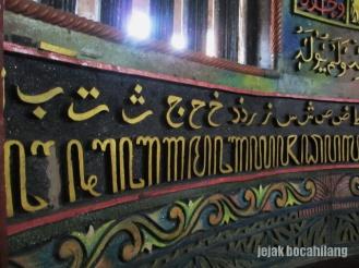 ukiran aksara Jawa dan Arab