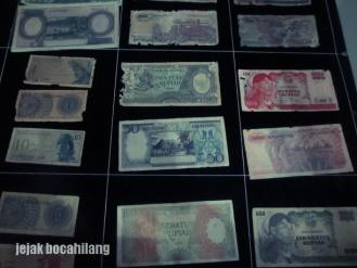 koleksi uang kuno