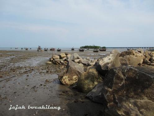 """batu besar sebagai """"breakwater"""""""