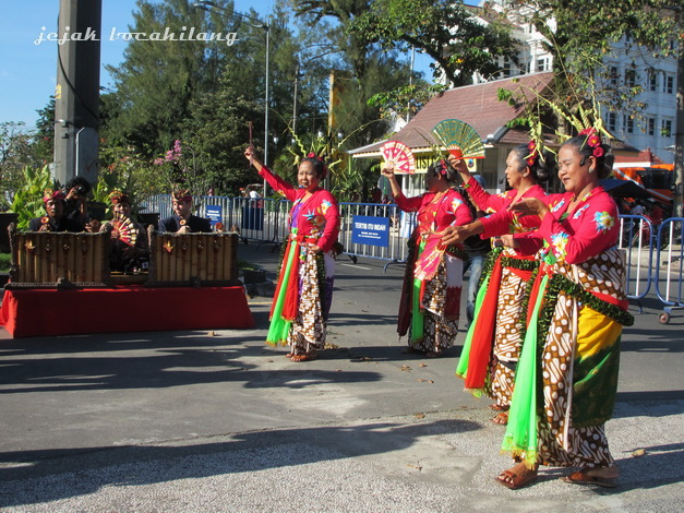 SAHITA, name of the grup which consist of four ( not old ) ladies
