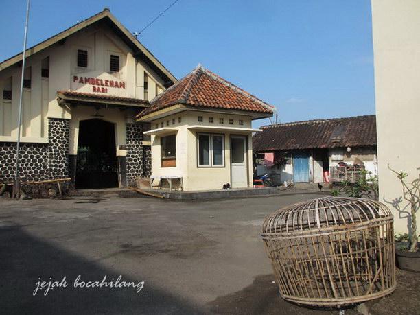 Pambelahan Babi terletak di belakang Pambelehan Radja Kaja dengan batas sebuah sungai