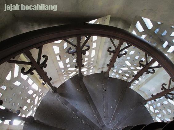 tangga menara