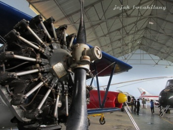 engine of the plane