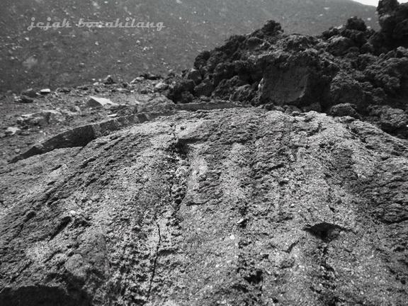 bebatuan di Anak Krakatau
