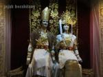 peraga pengantin Lampung duduk di Puade