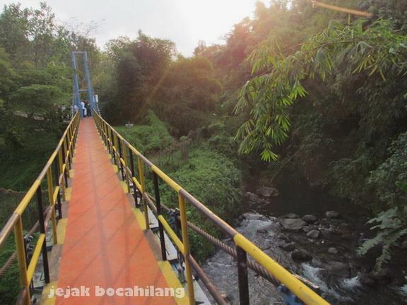 jembatan dari pabrik AQUA menuju Srigedang