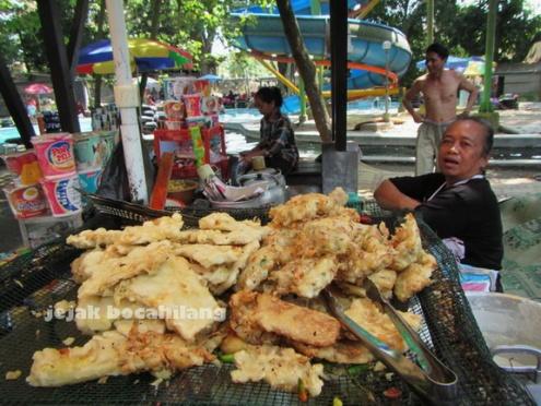 penjual gorengan di Cokro