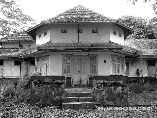 rumah tua di kompleks pabrik karung goni